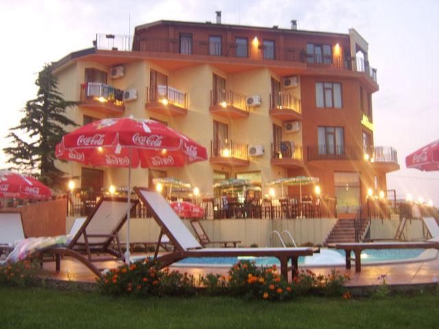 Хотел Мирал